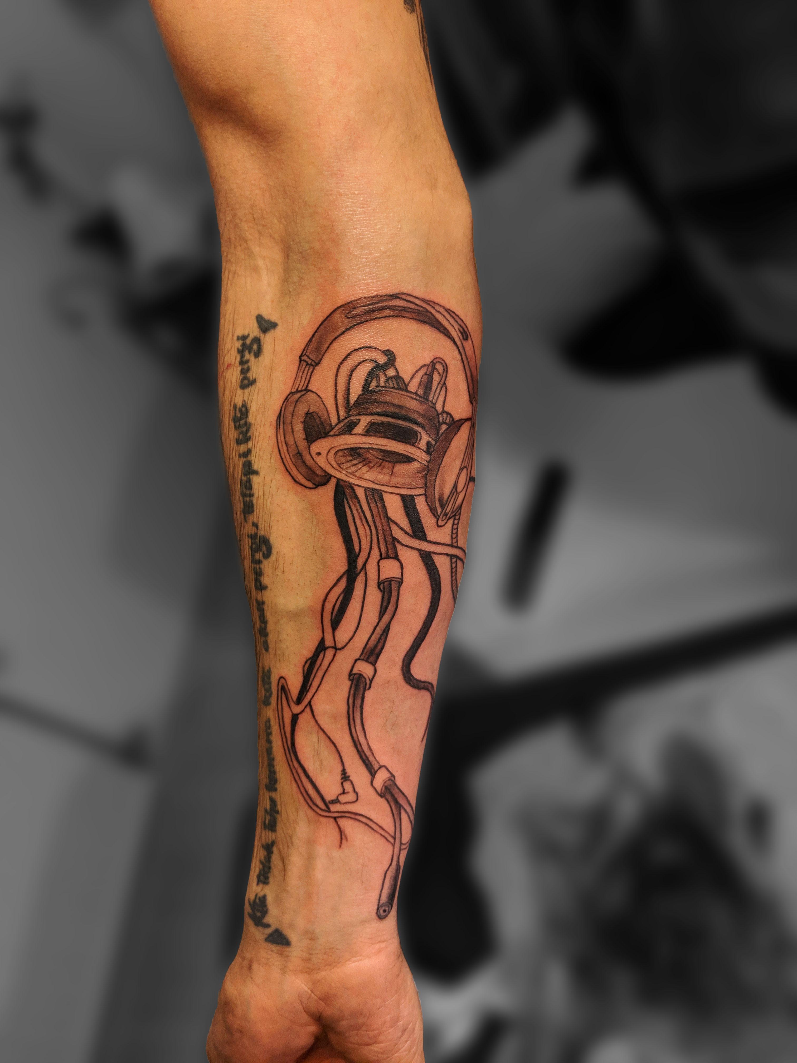 tatouage avant bras méduse musique tattoo sound lovers beatmakers lyon corbas